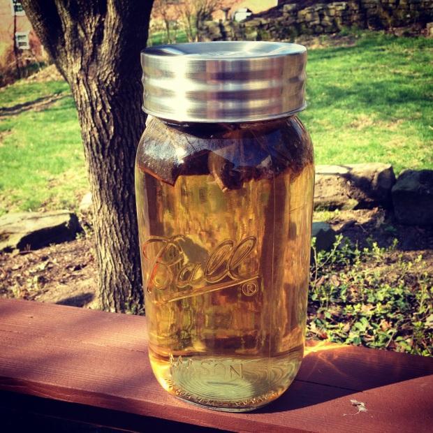 sun tea brewing in a mason jar