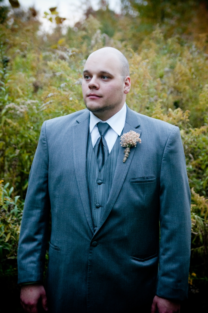 rustic groom portrait