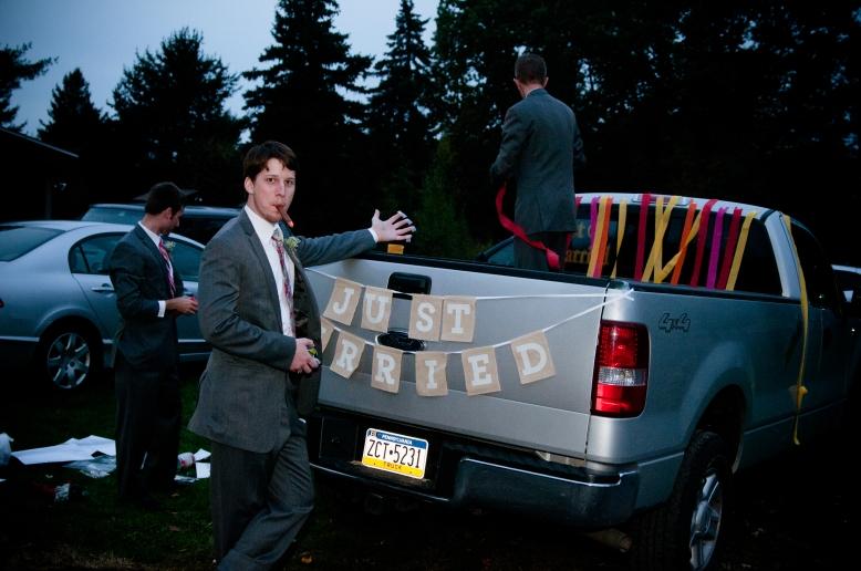 decorating-wedding-car