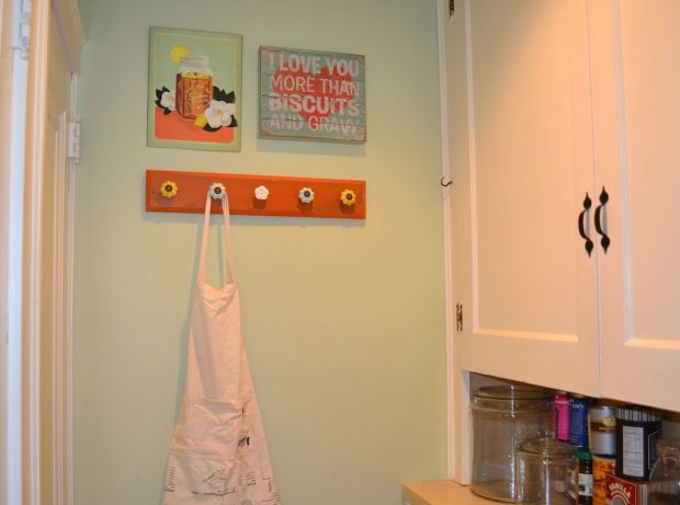 Apron Hanging Nook, Kitchen Linen Storage Solution | Life Is Sweet as a Peach