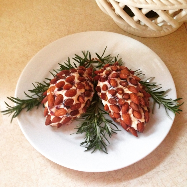 Pinecone Cranberry White Cheddar Cheese Ball | Life Is Sweet As A Peach